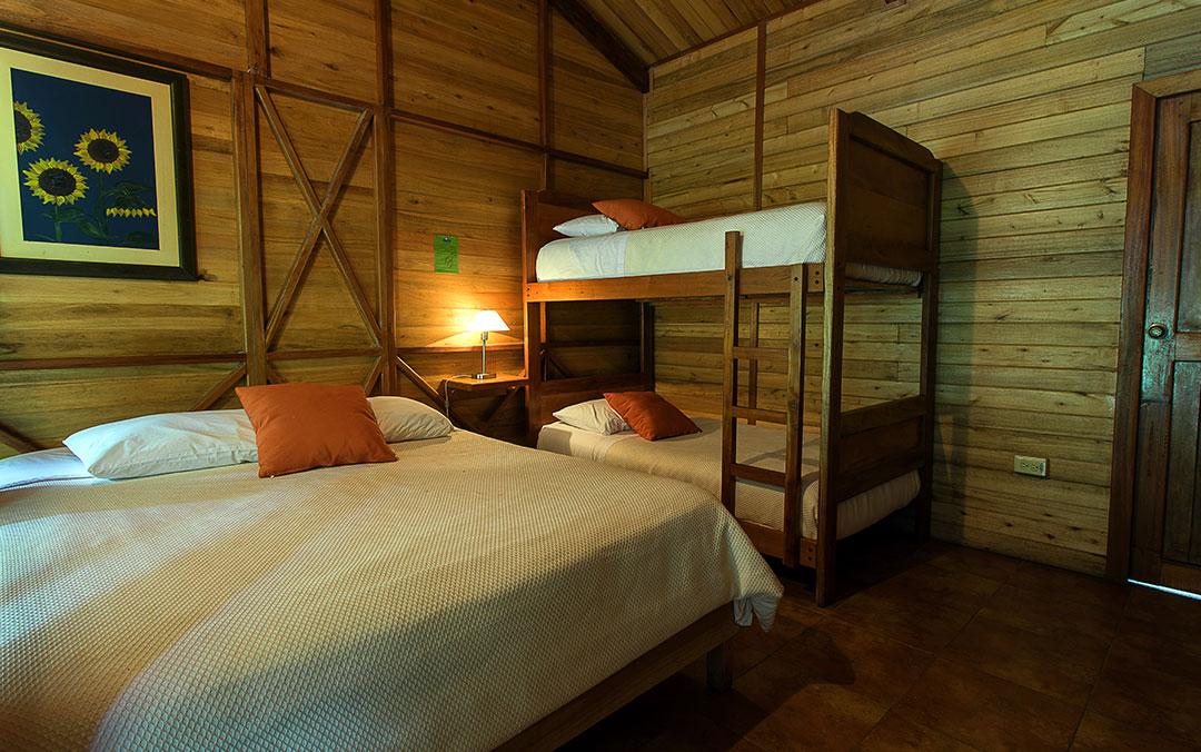 cabanas-mindo-cuadruple-hoteles-hospedaje-hosterias-mindo-turismo-natural-en-ecuador-2