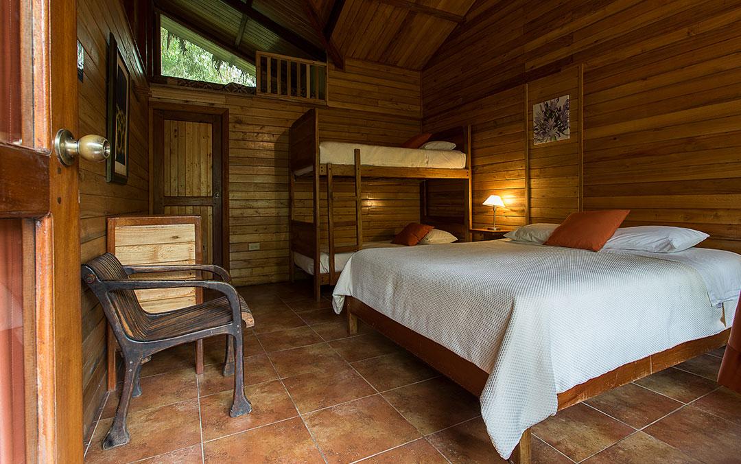 cabanas-mindo-cuadruple-hoteles-hospedaje-hosterias-mindo-turismo-natural-en-ecuador